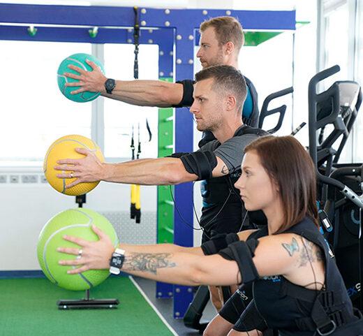 Kabelloses EMS Training Bodyformers Gleisdorf, Männer und Frauen bei EMS Training